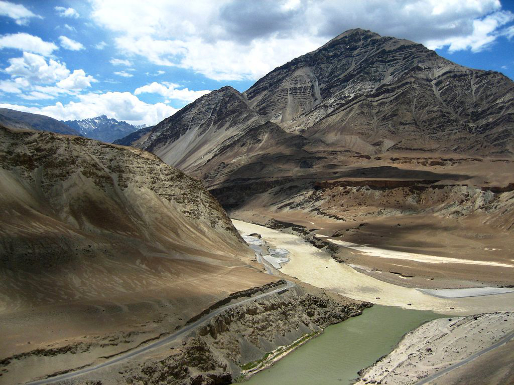 1024px-Zanskar_and_Indus_river_confluence_in_Ladakh.jpg