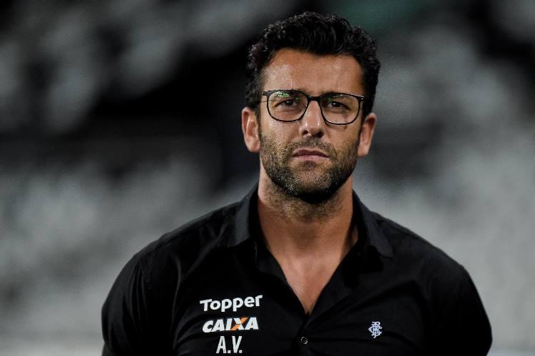 Alberto-Valentim-demissao-Botafogo.jpg