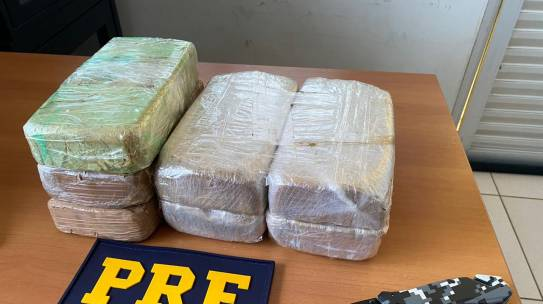 Em Porto Velho/RO, PRF apreende mais de 7 quilos de cocaína em ônibus – Vídeo