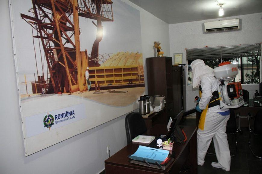 Sanitizacao-de-ambiente-Porto_02.04.2020_Clenio-870x580-1.jpg