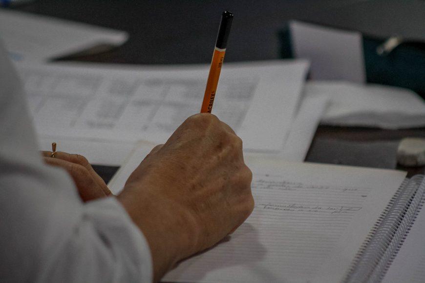 Assinatura-contrato-documentos-papelada_02.10.20_Foto_Daiane-Mendonca-870x580-1.jpg