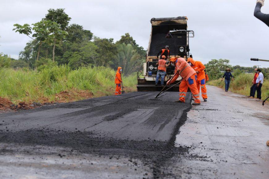 Recapeamento-asfaltico-na-RO-463-liga-o-municipio-de-Governador-Jorge-Teixeira-foto-Valdecy-Santos-870x580-1.jpg