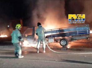 SINISTRO: Caminhão de empresa é consumido por incêndio na BR-364 na capital