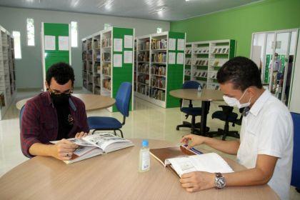 REINAUGURA-BIBLIOTECA-03-11-20-fotos-Edcarlos-Carvalho-27-870x580-1.jpg